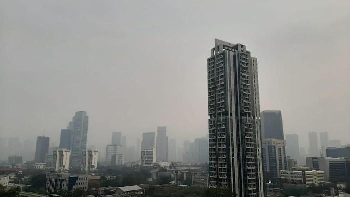 Kondisi langit Jakarta pada Jumat (16/8) pagi. (Foto: Lisye Sri Rahayu/detikcom)