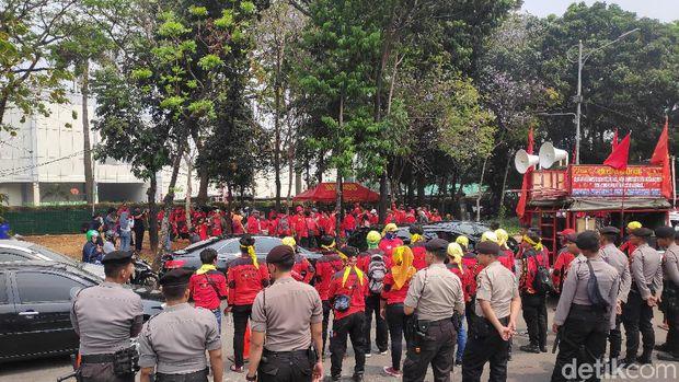 Tolak Revisi UU Ketenagakerjaan, Kasbi: Buruh Semakin Dirugikan