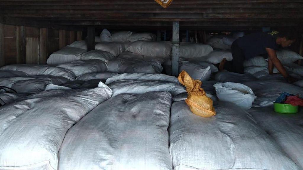 Bea Cukai Gagalkan Penyelundupan 2.861 Karung Pakaian Bekas dari Timor Leste