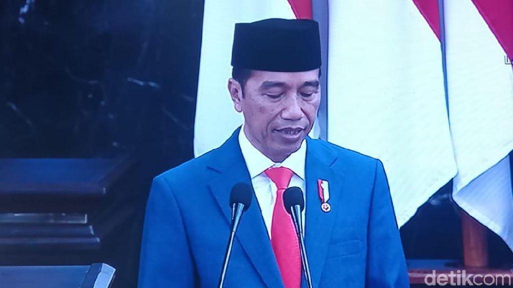 Jokowi Pamer Pengangguran Turun, Kemiskinan Terendah dalam Sejarah
