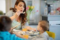 Gara-gara Kebiasaan Ibunya Tiup Makanan, Bocah Ini Kena Radang Perut