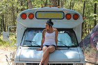 Daripada Kuliah, Gadis Cantik Ini Pilih Traveling Naik Van