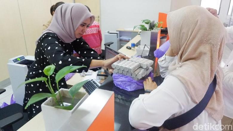 Pasutri di Wonosobo Daftar Haji dengan Tabungan Uang Koin