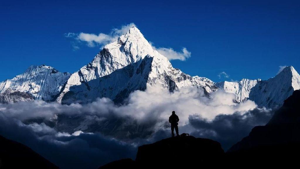 Mendaki Everest: Masuk Rp 500 Juta, Meninggal Rp 200 Juta