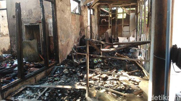 Ditinggal ke Lamaran, Ruko Elektronik di Cirebon Hangus Terbakar