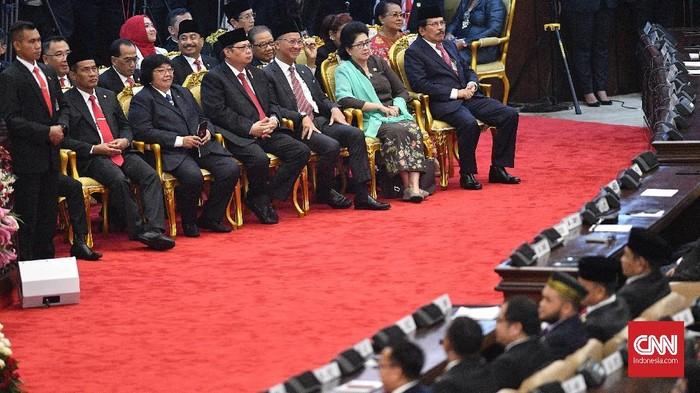 Sejumlah menteri Kabinet Kerja mengikuti Sidang Tahunan MPR di Kompleks Parlemen, Senayan, Jakarta, Jumat (16/8/2019). ANTARA FOTO/Sigid Kurniawan/ama.
