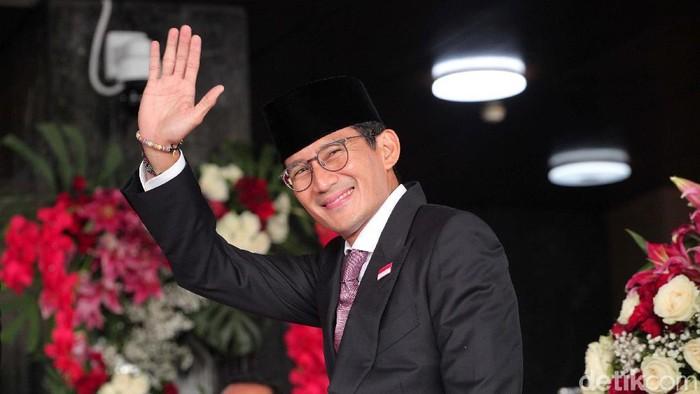 Gubernur DKI Jakarta Anies Baswedan dan  Sandiaga Uno menghadiri sidang tahunan MPR di kompleks parlemen, Senayan, Jakarta, Jumat (16/8/2019).