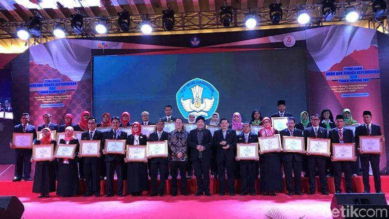 HUT RI ke-74, Mendikbud Beri Penghargaan 84 Guru-Tenaga Pendidikan Berprestasi