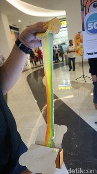 Kuma: Merasakan Sensasi Gurih Cheese Toast Rainbow yang Mulur Kekinian
