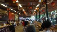 Di Desa Minoritas Li dan Miao, ada banyak hasil kelapa seperti minuman dan keripik yang lezat (Shinta/detikcom)