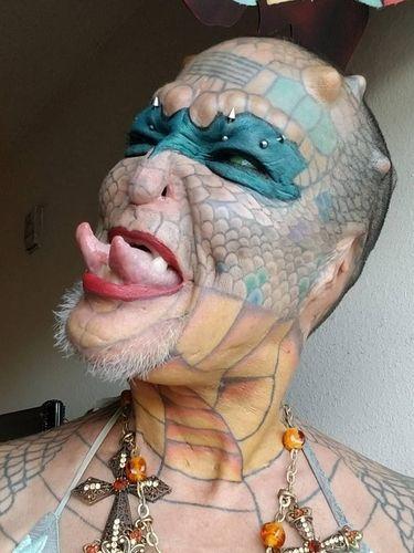 Ngeri! Penampilan Si Manusia Naga yang Modifikasi Tubuh Seperti Reptil