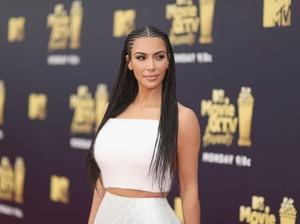 Kim Kardashian Jadikan Eks Pengedar Narkoba Sebagai Model Underwear