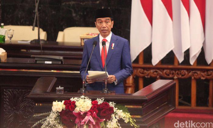 Selama ini, kata Jokowi denyut kegiatan ekonomi secara umum masih terpusat di Jakarta dan Pulau Jawa, sehingga Pulau Jawa menjadi sangat padat dan menciptakan ketimpangan dengan pulau-pulau di luar Jawa.