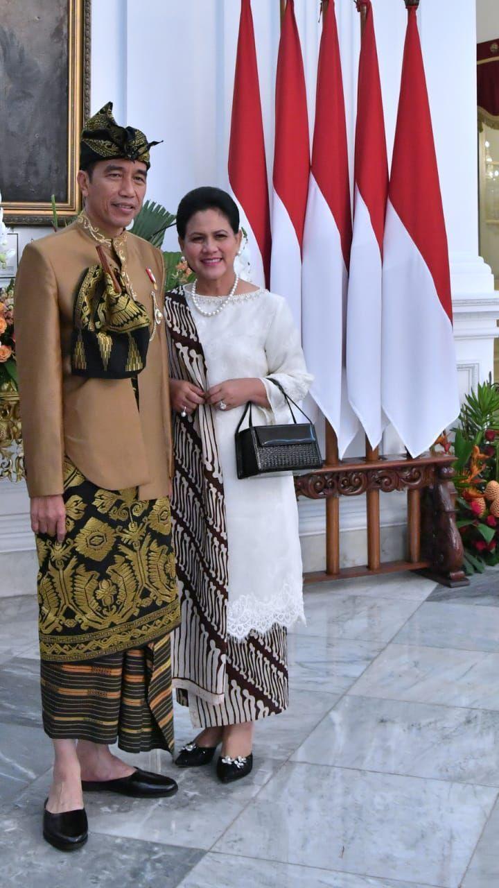 Presiden Joko Widodo (Jokowi) memakai baju adat Sasak Nusa Tenggara Barat