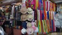 Di Desa Bali, traveler bisa membeli suvenir seperti baju, gantungan kunci dan berbagai aksesoris (Shinta/detikcom)