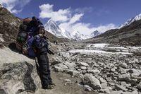 Sherpa yang sering dilibatkan dalam operasi pengangkutan jenazah (iStock)