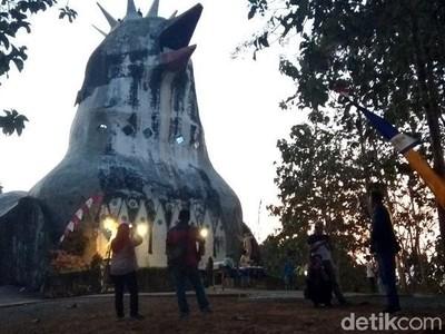 Foto: Bukit Rhema, Gereja Ayam & Wisata Religi Semua Agama