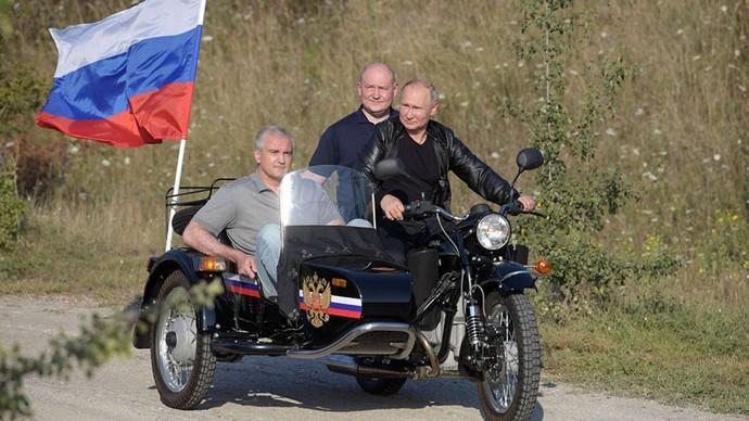 Vladimir Putin Digugat karena Naik Motor Tanpa Helm