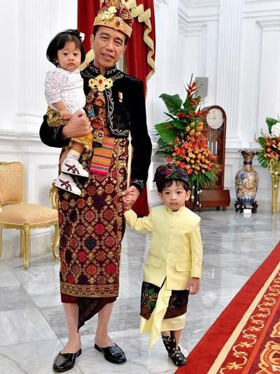 Foto: Jokowi bersama Jan Ethes Srinarendra dan Sedah Mirah di HUT RI (Instagram @jokowi)