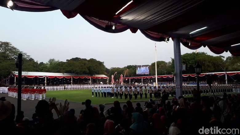 Bendera Merah Putih Diturunkan, Upacara HUT Ke-74 RI di Istana Selesai