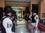 Penyerang Mapolsek Wonokromo Dibawa Densus 88 ke Jakarta