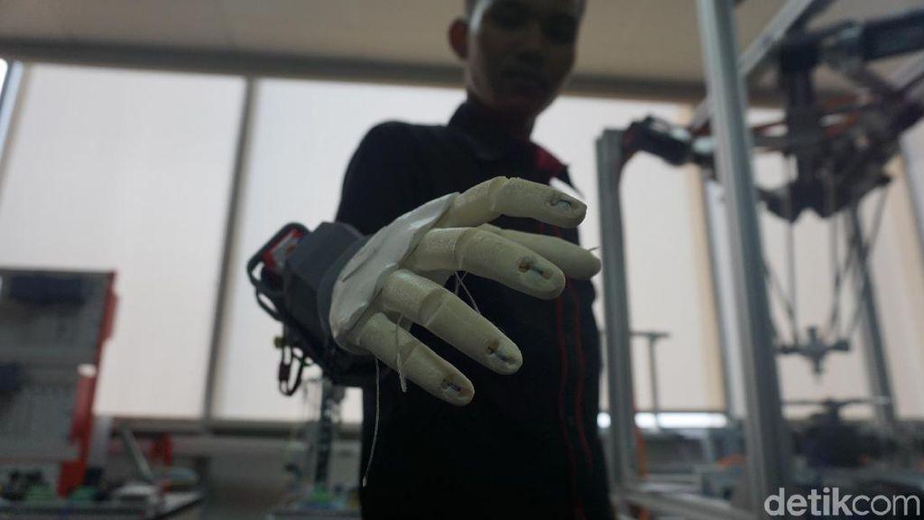 Tangan Bionik Iron Man Kreasi Anak Bangsa di Tangerang