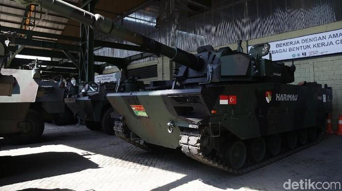 Berbicara mobil nasional, tak mungkin tak membahas PT Pindad (Persero). Perusahaan ini merupakan produsen mobil nasional khusus militer. Penasaran?
