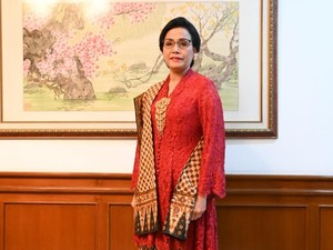 Cantiknya Menteri Sri Mulyani Pakai Batik Antik 50 Tahun di HUT Ke-74 RI