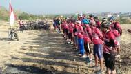 Komunitas Gowes Pasuruan Gelar Upacara HUT RI di Atas Bukit