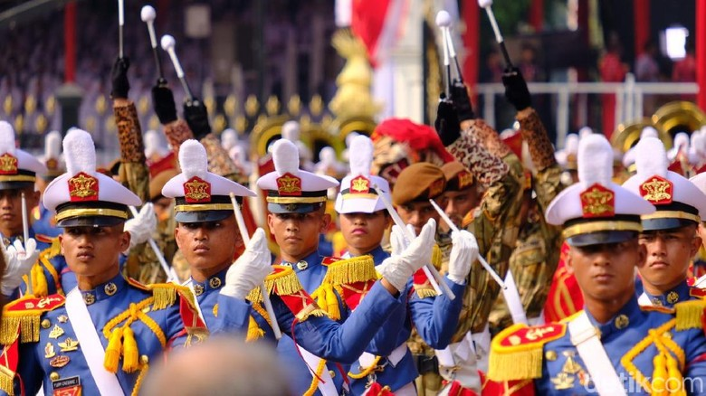 Kirab Pembawa Bendera Pusaka Tiba di Istana