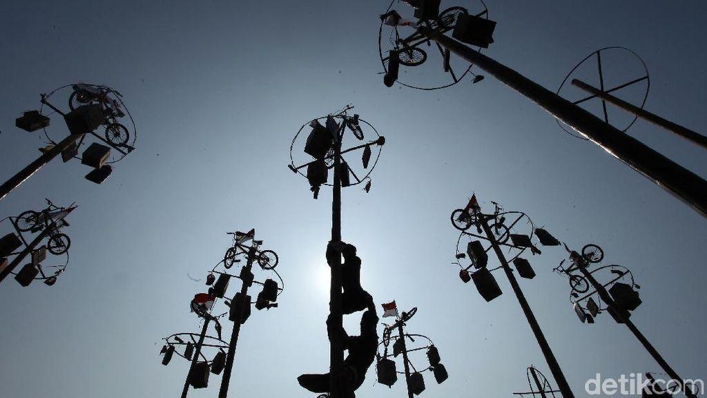 Panjat Pinang-Hiburan Agustusan Dilarang Digelar di Bandung