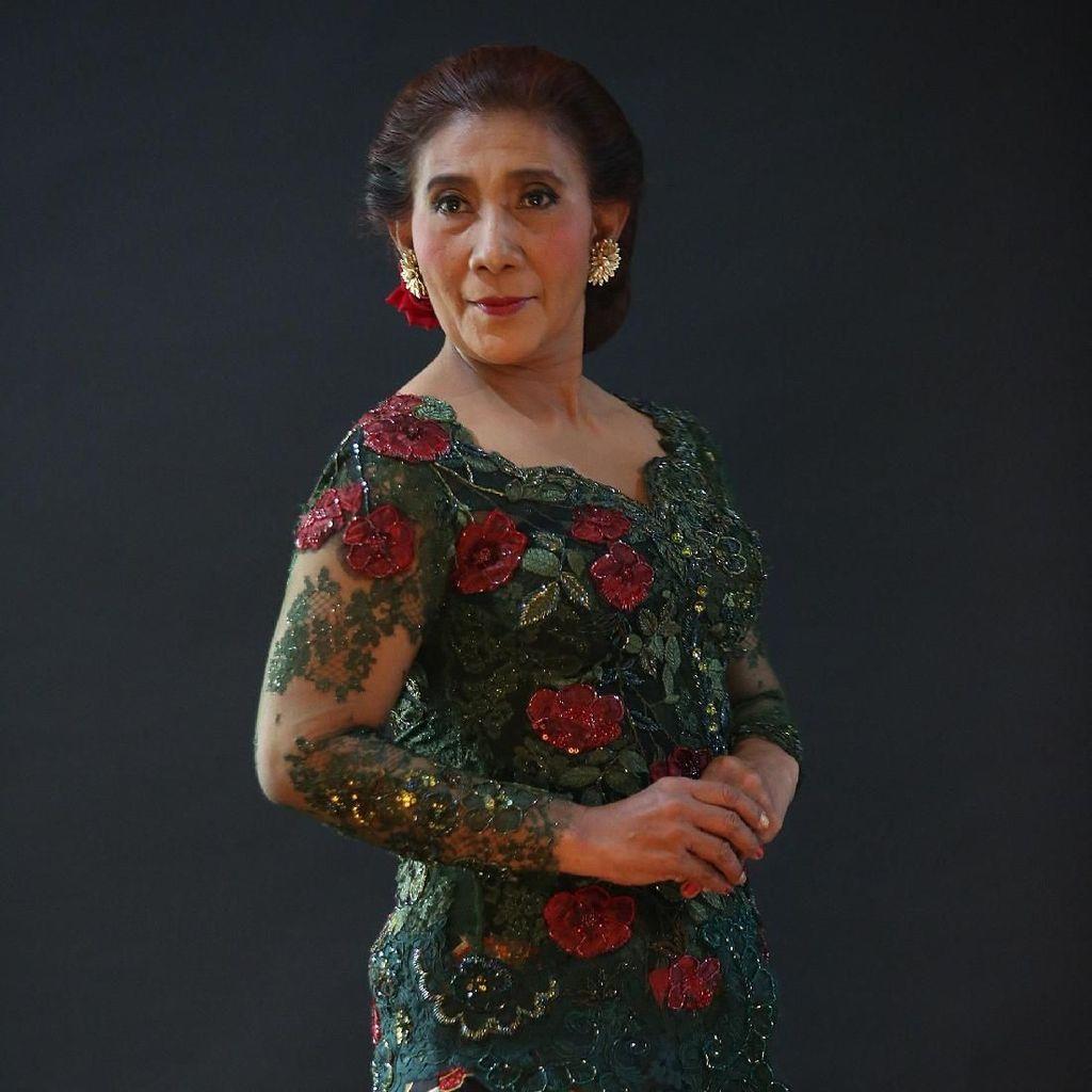 Potret Menteri Susi Pakai Kebaya Anne Avantie: Crazy and Beautiful
