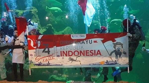 Senyum Aaliyah Massaid Sukses Kibarkan Merah Putih di Dalam Air
