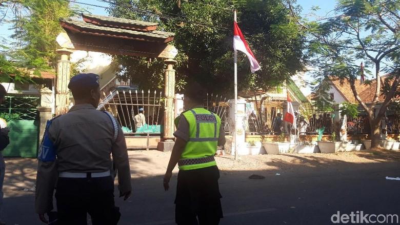 Usai Asrama Ditembak Gas Air Mata, Mahasiswa Papua Menyerah