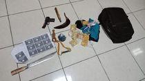 Celurit Hingga Airsoft Gun Diamankan dari Pria yang Serang Polsek Wonokromo