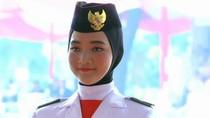Foto: Salma El Mutafaqqiha, Paskibraka Berhijab Pembawa Baki di HUT ke-74 RI