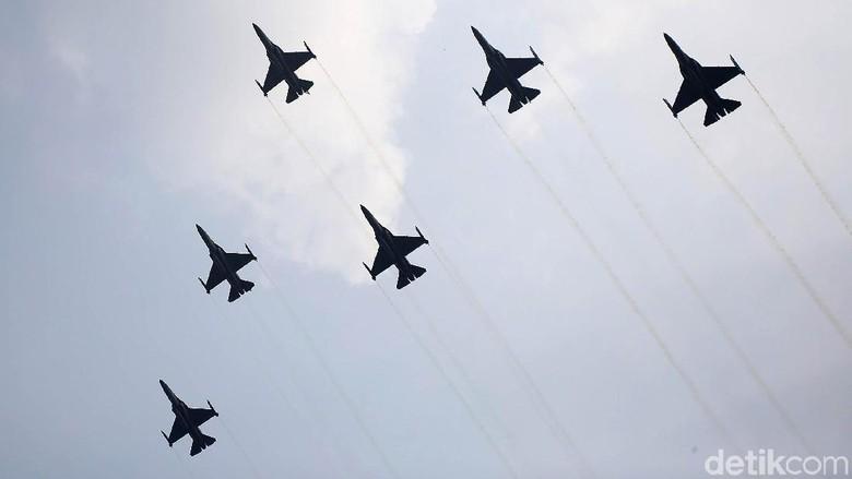 Terpukau Aksi 14 Jet Tempur TNI AU di Hari Kemerdekaan Indonesia