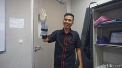 Ini Pemakai Tangan Bionik Asli Tangerang, Lengan Aslinya Tergiling Mesin Pon
