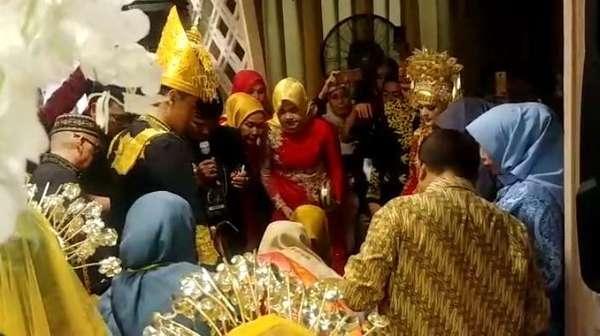 Pernikahan Cut Meyriska dan Roger Danuarta dalam Adat Aceh