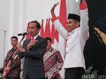 Sapa Paskibraka-Paduan Suara, Jokowi Bagi-bagi Sneakers dan Sepeda