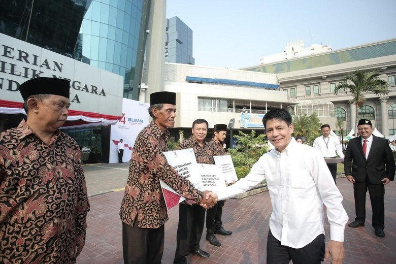 Di HUT ke-74 RI, Pupuk Indonesia Bantu Renovasi Masjid Hingga Bangun MCK
