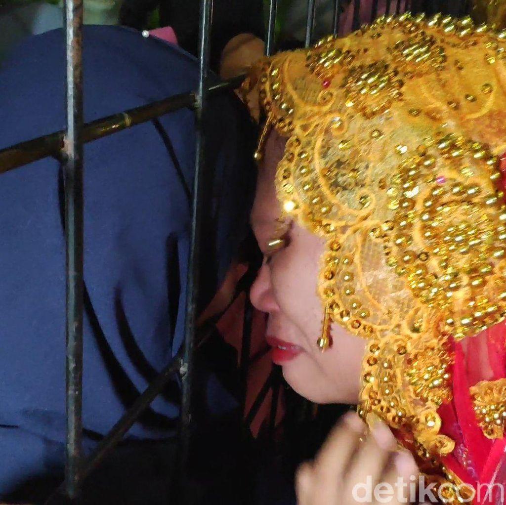 Tangis Haru Jemaah Haji Kloter 1 Makassar saat Kembali Bertemu Keluarga