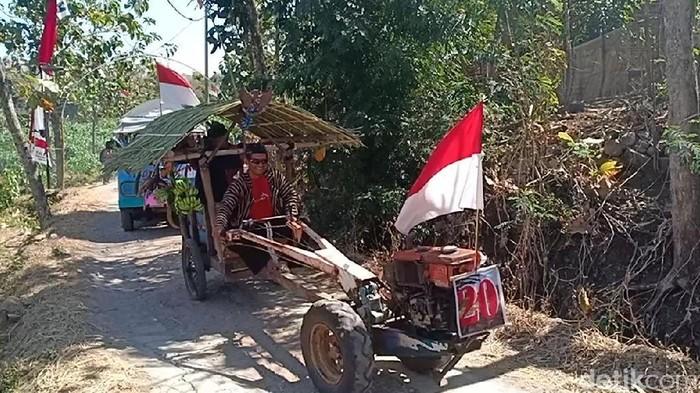 Traktor peserta karnaval (Foto: Sugeng Harianto)