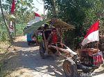 Cara Petani Magetan Rayakan HUT RI, Konvoi di Sawah dengan Traktor