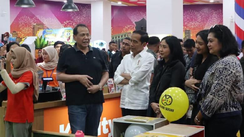 Momen Jokowi Ajak Jan Ethes ke Trans Studio Cibubur