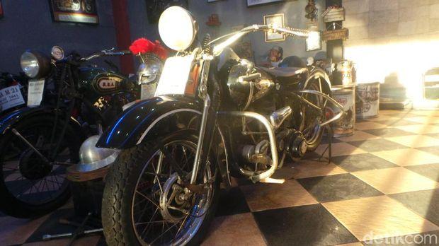 Anak Siantar Buat Museum Motor Tua Satu-satunya di Sumatera