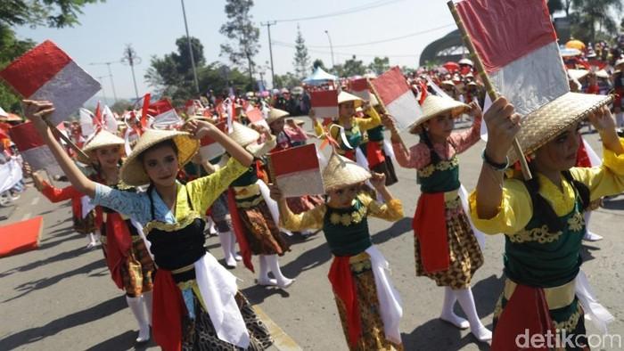 Karnaval Kemerdekaan Sabilulungan meriahkan HUT ke-74 RI di Kabupaten Bandung.