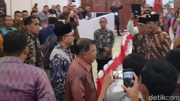 Wapres JK Hadiri Peringatan Hari Konstitusi di MPR RI