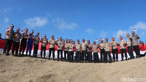 Saat Merah Putih Berkibar di Bukit Merese Lombok
