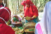 Belanja di pasar ini bisa pakai uang bambu (Akrom Hazami/detikcom)